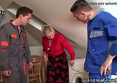 Old grandma spreads legs for two cocks