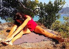 NAKED & Hot YOGA on Sea Shore Clifs (PART 1)