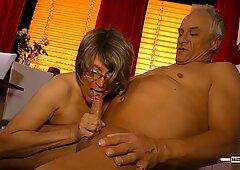 Hausfrau Ficken - Cum on tits for mature German amateur