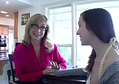 SEXYMOMMA - Cougar stepmom gives her twat to young cutie
