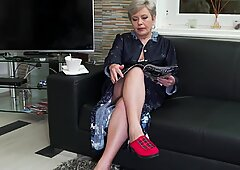 Horny GILF need your cock right now