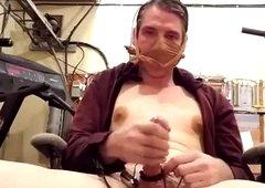 Hands free cumshot vibrator