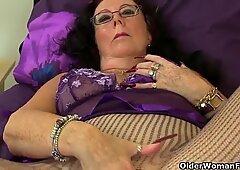 brit grandmother Zadi soddens her tights