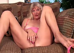 Granny In Solo Action - Lisa Cognee