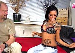 Erstes Pornocasting mit Tattoo Teenie Schlampe