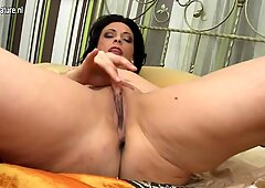 Real mother with perfect body and hungry pussy