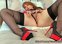 British milf Red puts her vibrator to work