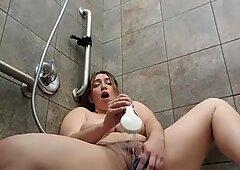 Bbw masturbates in public gym shower