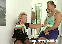 Horny granny bitch shamelessly takes gym trainer cock in